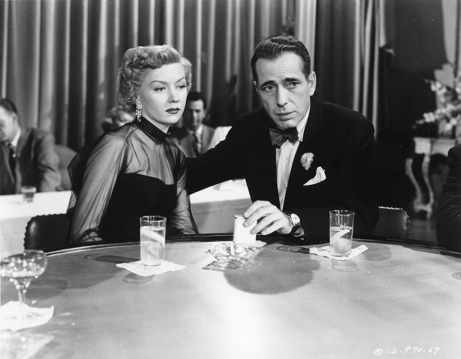 in_a_lonely_place_1950_movie_humphrey_bogart_gloria_grahame